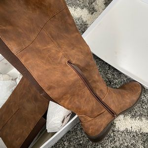 STEVE MADDEN Brown Boots **NEW IN BOX**